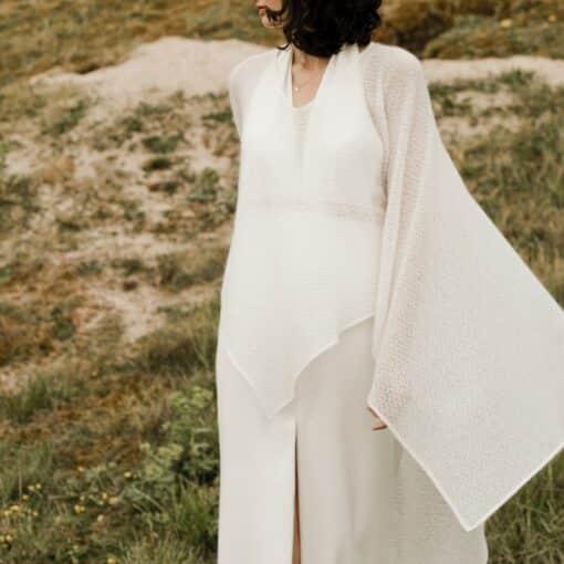 Poncho de mariée mariage d'hiver en laine et mohair par la créatrice Amarildine